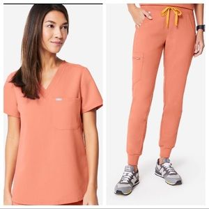 Figs scrubs set S/SP coral top & joggers
